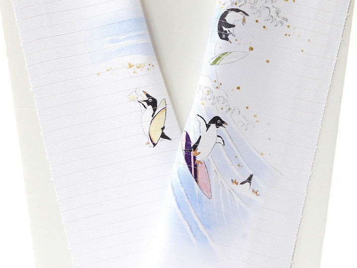 夏物手描き半襟 波乗りペンギン 衿立拡大
