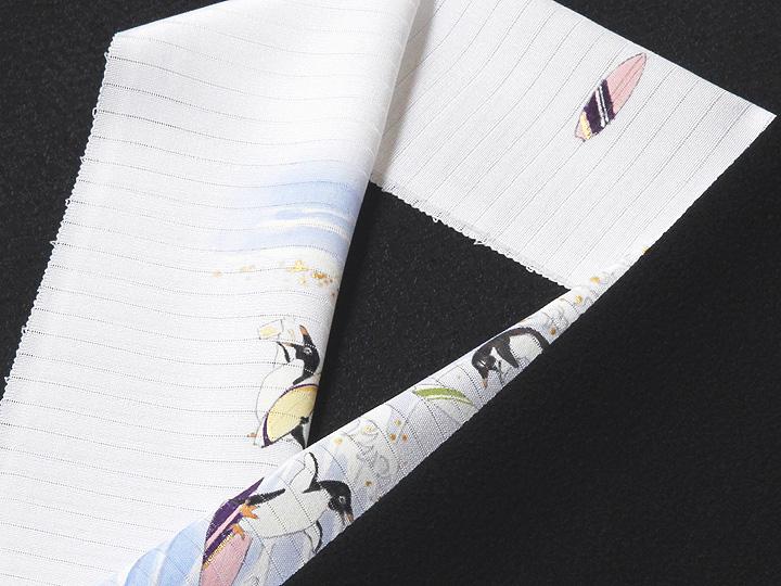 夏物手描き半襟 波乗りペンギン 黒の生地と合わせたイメージ