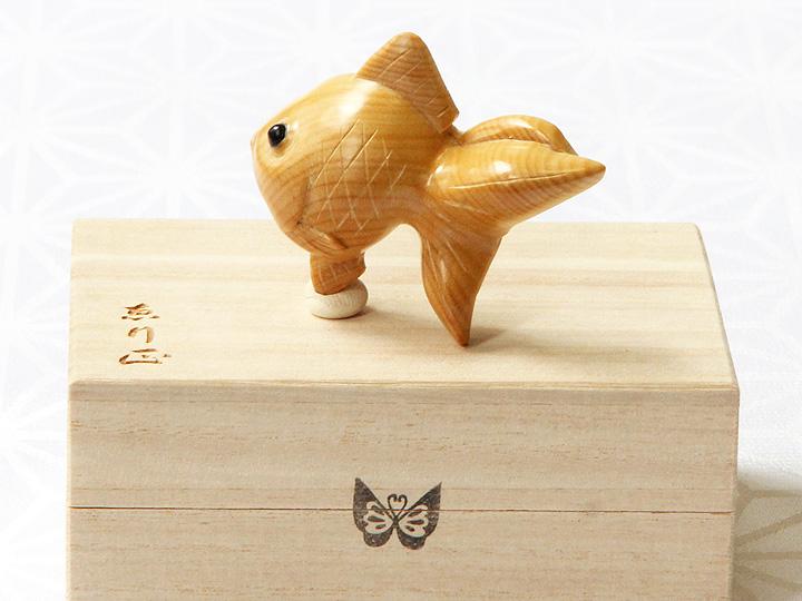 黄楊帯留め 金魚 サイド後面